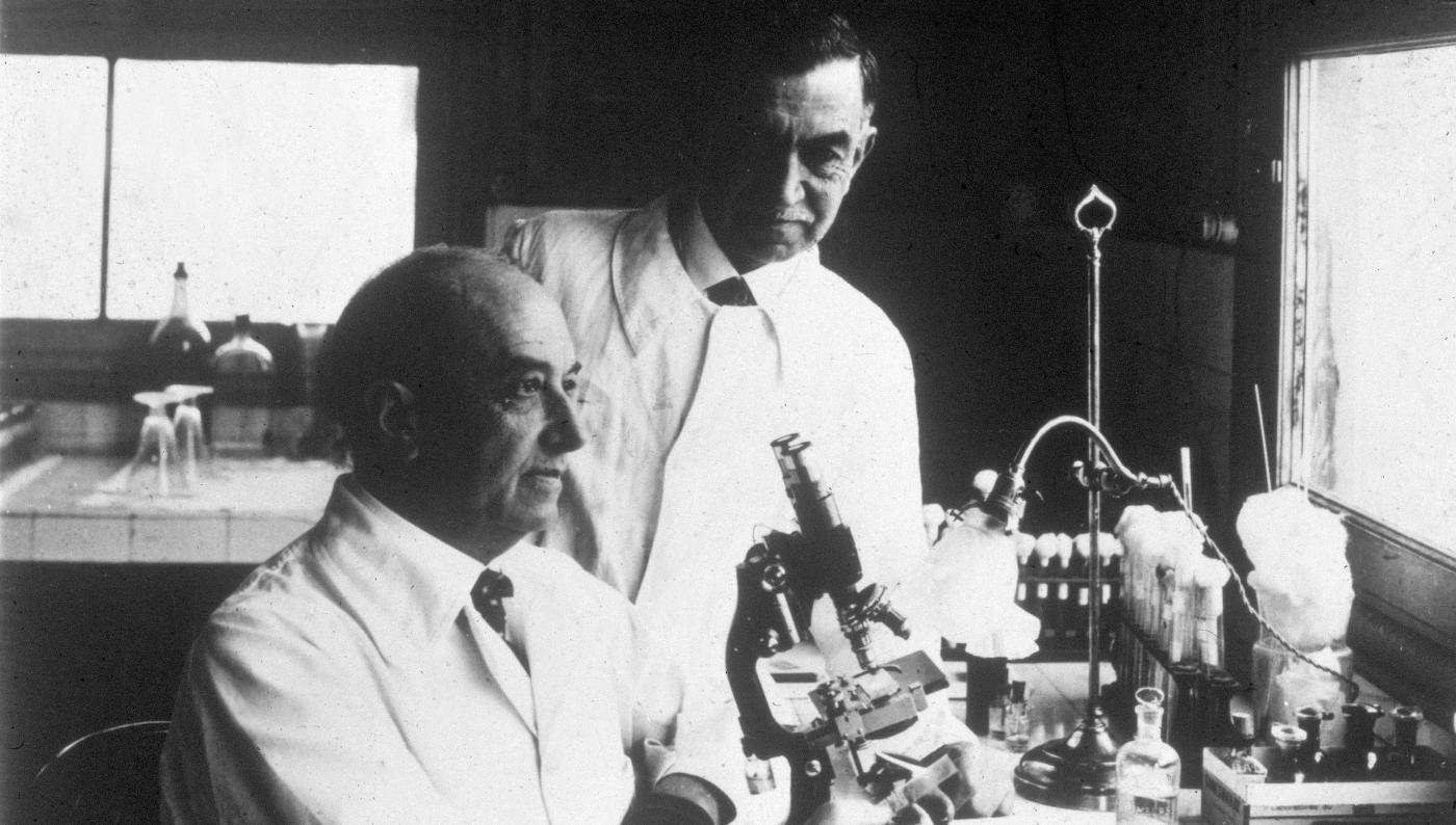 Edmond et Etienne Sergent vers 1927 - Institut Pasteur