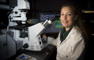 Lida Katsimpardi chercheuse en neuroscience dans l'unité Perception et mémoire dirigée par Pierre-Marie Lledo